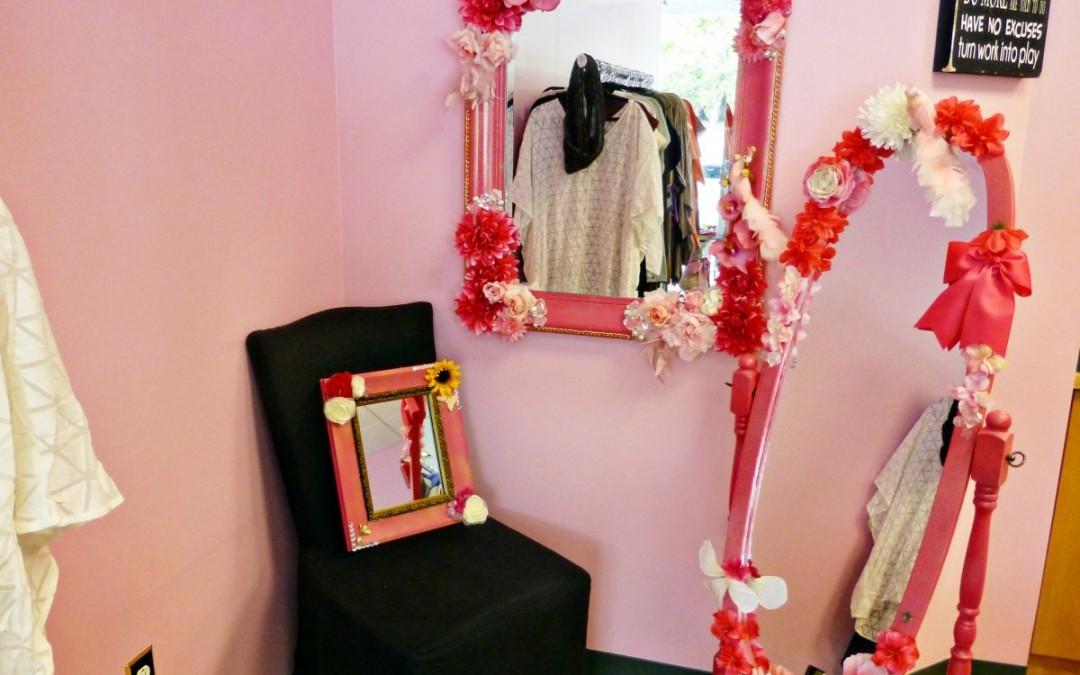 DIY // Fab Hot Pink Glitter Mirror